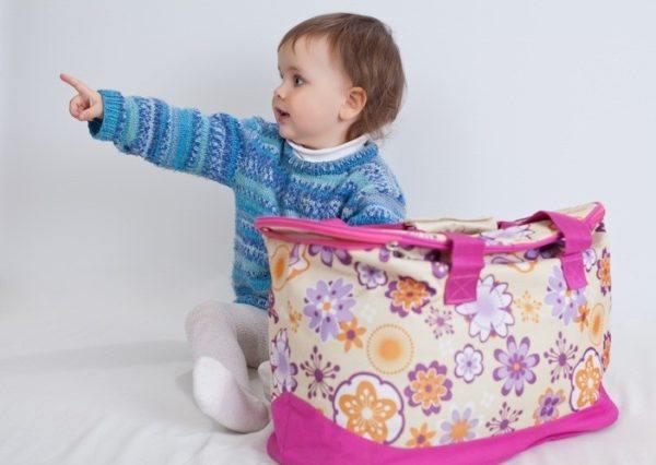 Bolso del bebe con nena