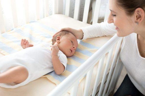 Como acabar con el reflujo de los bebes cuna