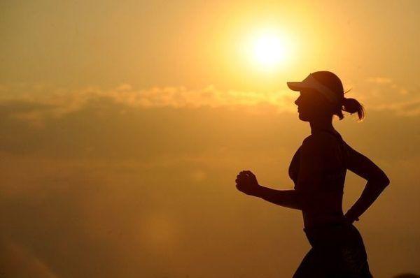 amenorrea-que-es-mujer-deporte-al-sol