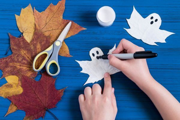 manualidades-para-el-dia-del-medio-ambiente-hojas-fantasmas-istock