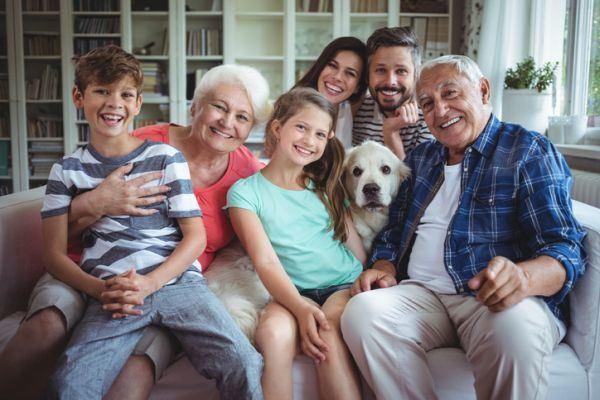 manualidades-para-el-dia-de-los-abuelos-foto-familiar-istock
