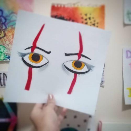 Dibujo de ojos de payaso malvado