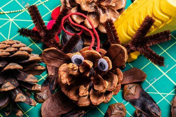 Manualidades para niños dia del árbol con la creación de un monstruo piña