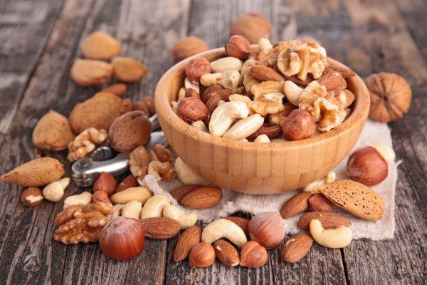 Comidas para aliviar nauseas durante el embarazo  frutos secos
