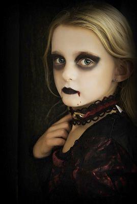 maquillaje-halloween-nino-vampiresa-gotica