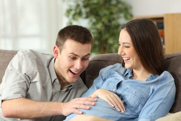 Cronologia de los movimientos del bebe durante el embarazo pataditas