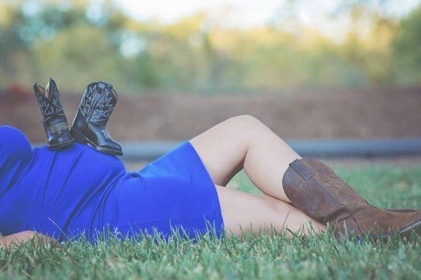 ovulacion-y-embarazo-embarazada-vestido-azul