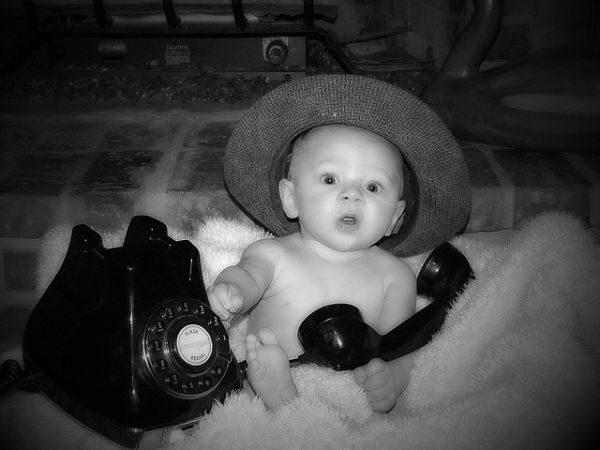 juegos-de-cuidar-bebes-bebe-telefono-sombrero