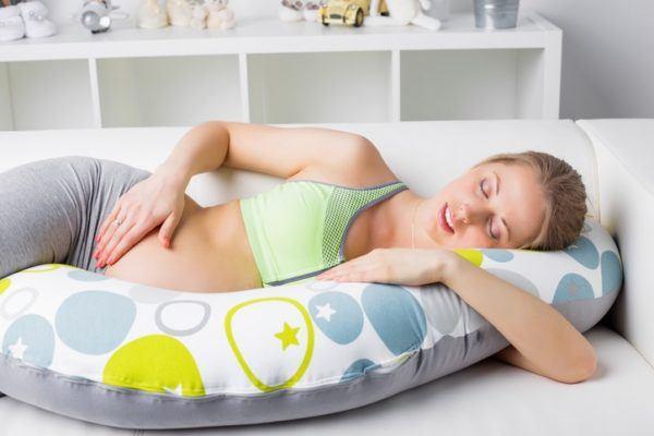 Sonar con aborto dormida en cojin