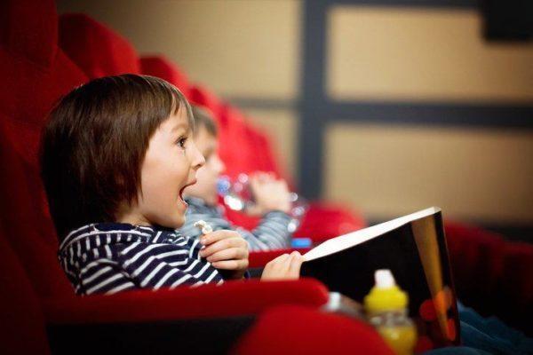 10 planes para hacer con nuestros hijos en vacaciones cine