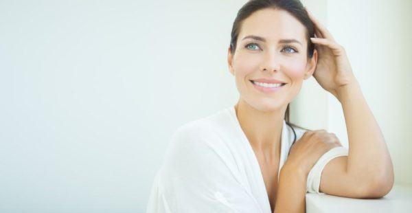 Como se usa la copa menstrual mujer relajada