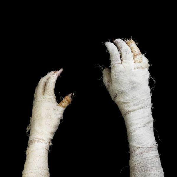 Como disfrazarse de La Momia The Mummy para ninos paso a paso pedazos de tela