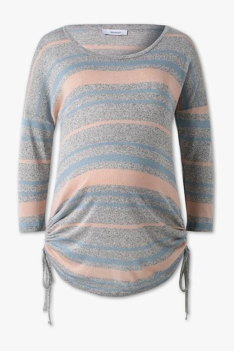 828eb2575 Esta camiseta está pensada para que el bebé tenga espacio de sobra. Para  ello