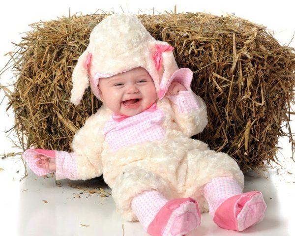 Disfraz bebe ovejita bebe tumbado