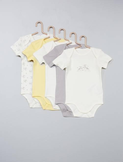 8814d0488 Si os fijáis, en Kiabi encuentras lo ideal para tu bebé, con descuentos  especiales en bodys, pantalones, camisetas, jersey, cazadoras, pijamas,  complementos ...