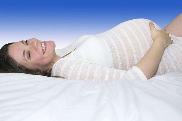 el-test-harmony-embarazada-tumbada
