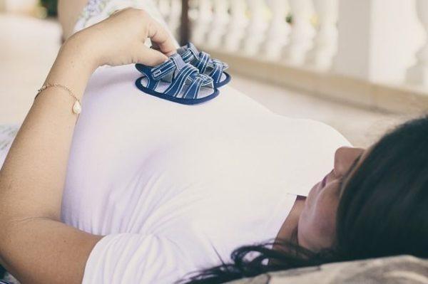 el-test-harmony-embarazada-zapatitos