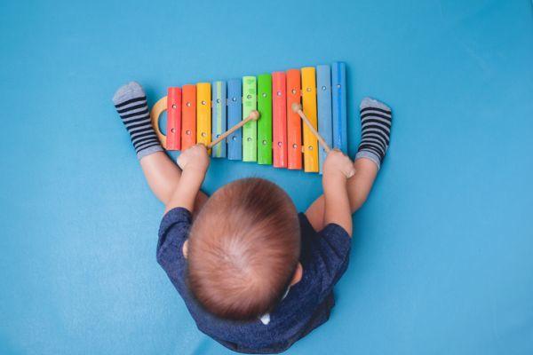 que-regalarle-a-un-bebe-de-un-ano-xilofono-istock