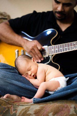idas-de-fotos-creativas-para-recien-nacidos-bebe-papa-guitarra-pinterest-hopebaby-smartdoglove