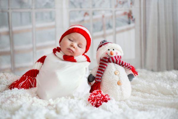 idas-de-fotos-creativas-para-recien-nacidos-muneco-de-nieve-istock