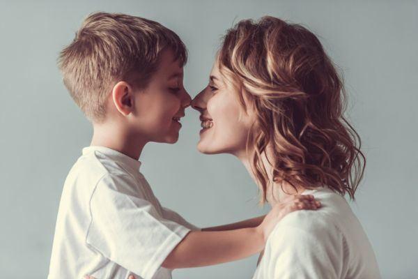 frases-bonitas-para-tus-hijos-madre-hijo-istock