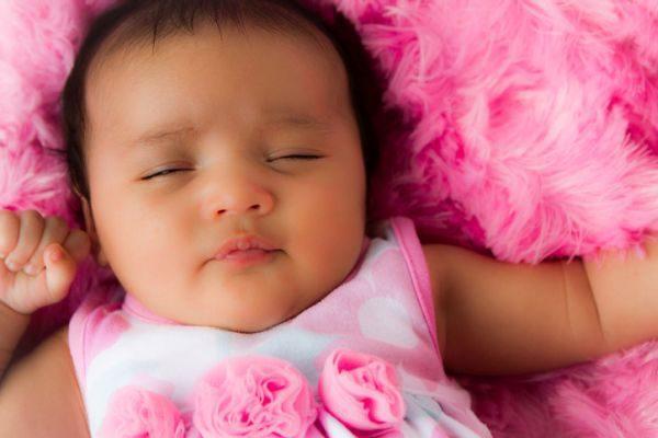 nombres-hawaianos-para-bebes-nina-rosa-istock