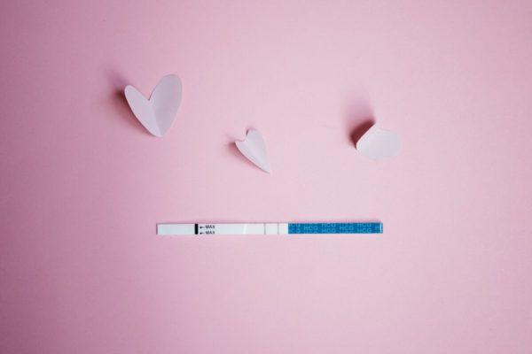 Cómo usar las tiras reactivas de ovulación para conocer los días más fértiles