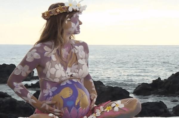 Una mujer está planeando un parto asistido por delfines en Hawai-embarazada