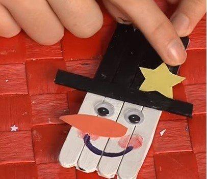 Vídeo-manualidades-con-niños-para-Navidad 2015-Adorno-de-muñeco-de-nieve