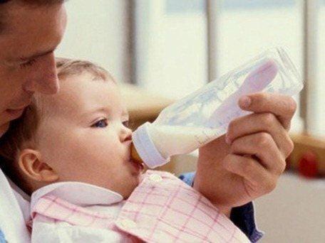 baby feeding_thumb[3]