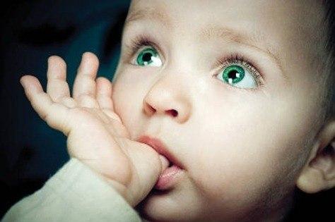 ¿Porqué los bebes se chupan el dedo?