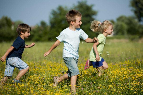 bronquitis-en-niños-sintomas-y-tratamiento-jugar-aire-libre