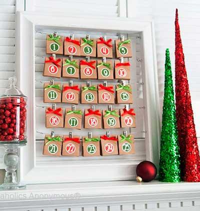 calendario-adviento-ninos-con-bolsas-y-sobres-de-papel-rojas-y-verdes
