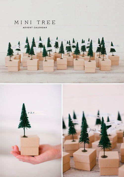calendario-adviento-ninos-con-cajitas-de-arbol-de-navidad