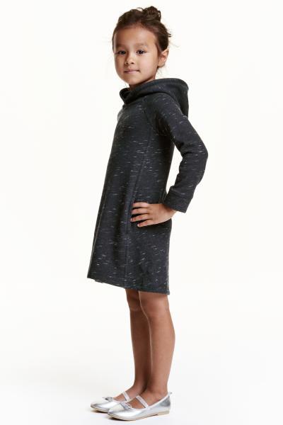 catalogo-H&M-de-niños-otoño-invierno-2017-vestido-sudadera