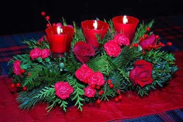 centros-de-mesa-navidenos-flores-rojas-y-velas