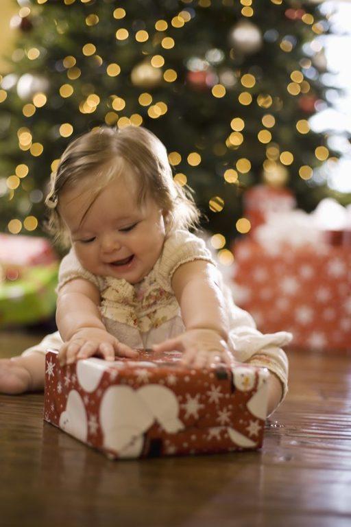 como-celebrar-la-navidad-con-el-bebe-regalos
