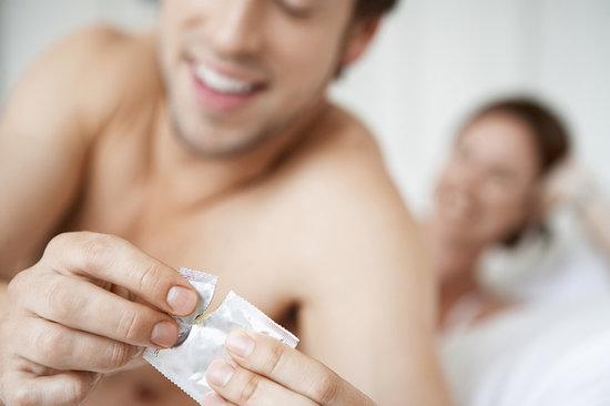 como-se-ha-de-poner-bien-preservativo