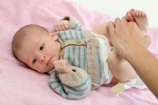 cuidados-del-bebe-recien-nacido-deposicion
