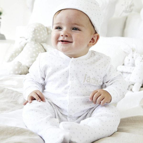 cuidados-del-bebe-recien-nacido-ropa