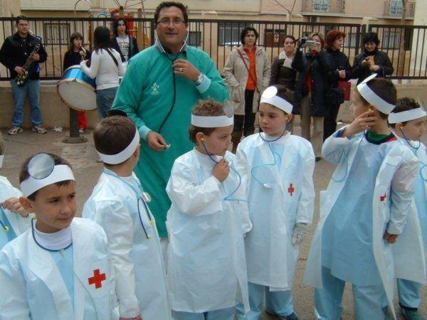 disfraz-carnaval-grupos-ninos-medicos