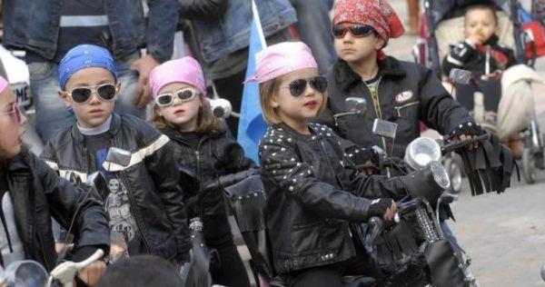 disfraz-carnaval-grupos-ninos-moteros