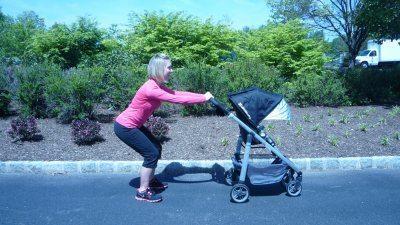 ejercicios-para-hacer-con-el-carrito-del-bebé-cuclillas