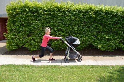 ejercicios-para-hacer-con-el-carrito-del-bebé-zancadas-o-lunges