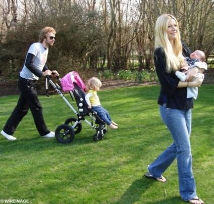 gwyneth paltron y chris martin con sus hijos
