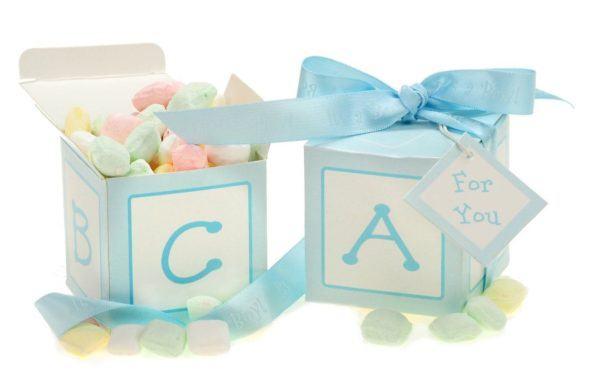 ideas-para-un-baby-shower-recuerdos-cajas-letras