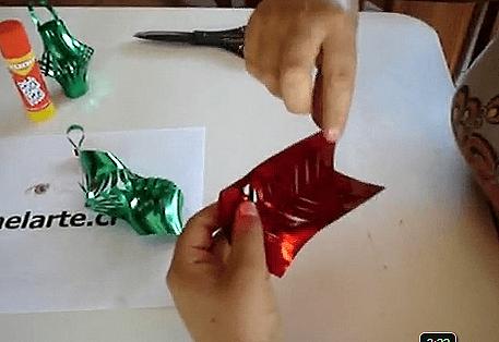 un espacio al final solo tenemos podemos hacer dos modelos solo pegando y aadiendo el trocito que cortamos al principio para poder colgarlo del rbol