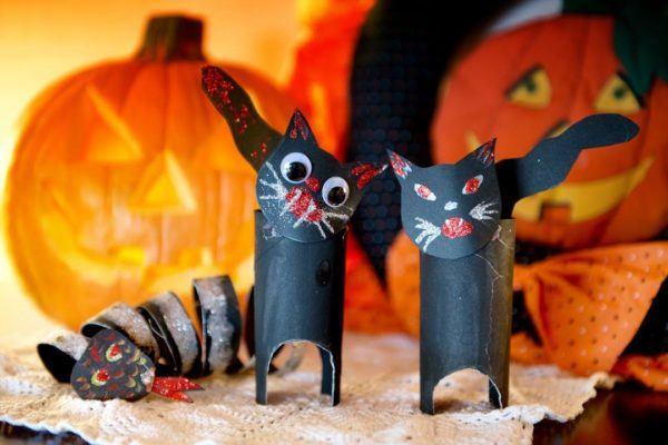 manualidades-de-halloween-con-rollos-de-papel-higienico-gatos