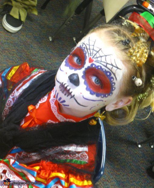 maquillaje-halloween-nino-calavera-mexicana-con-disfraz