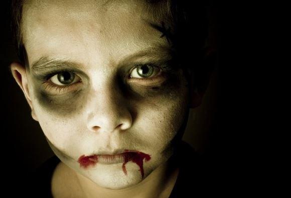 maquillaje-halloween-nino-zombie-herida-boca